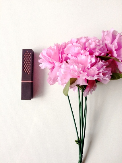 burts-bees-lipstick-review-cosmetic-composition-2